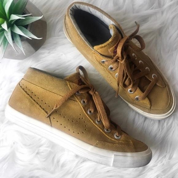 timeless design 19b36 1b158 Nike Suede Go Chukka Hi-Top Sneakers. M 5ada2a4f2ae12f8b73671264